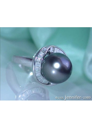 Elegant Tahitian Pearl Ring with Taper Diamonds