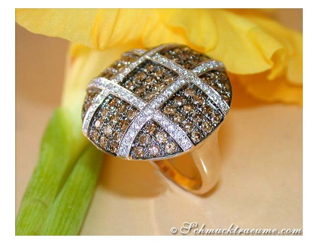 Extravagant Brown & White Diamond Ring