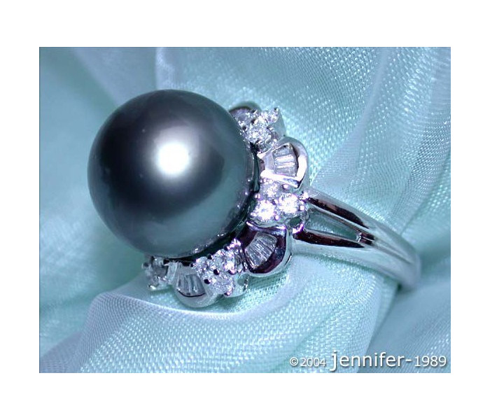Precious Tahitian Pearl Ring with Diamonds (Baguette & Brilliant Cut)