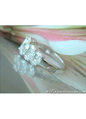 Exquisiter Ring mit Marquise- und Princess Diamanten