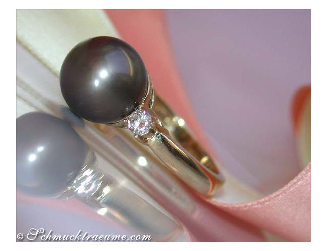 Tahitiperle Ring mit Brillanten seitlich in Gelbgold