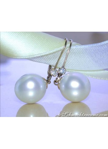Simple Hanging Earrings with Southsea Pearls