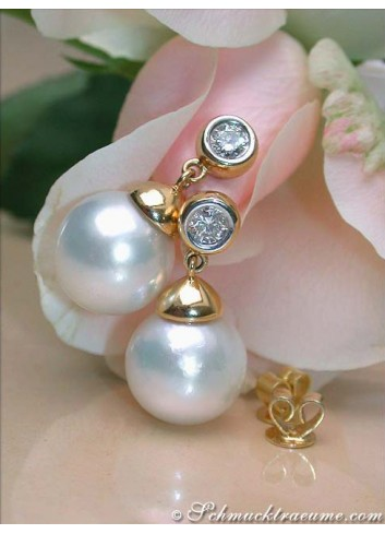 Exquisite Southsea Pearl Diamond Earrings in Yellow gold