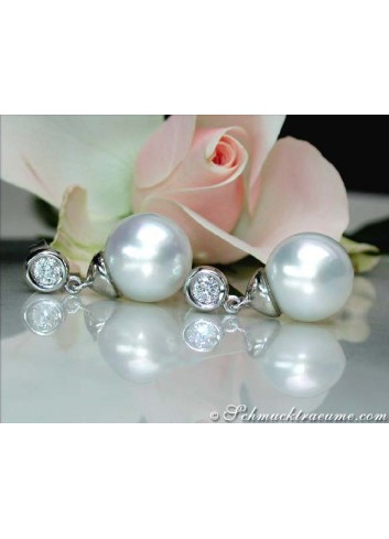 Exquisite Southsea Pearl Diamond Earrings in White gold