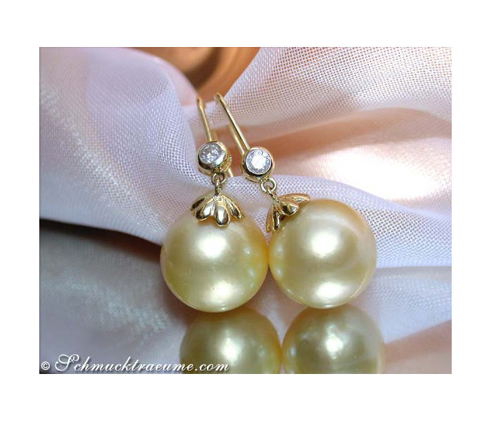 Pretty Hanging Earrings with Southsea Pearls & Diamonds