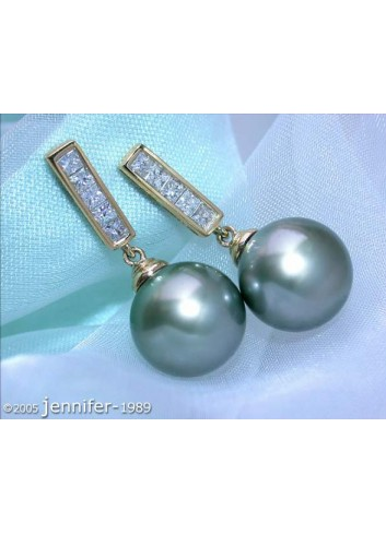 Simple Tahitian Pearl Diamond Earrings in Yellow gold 18k