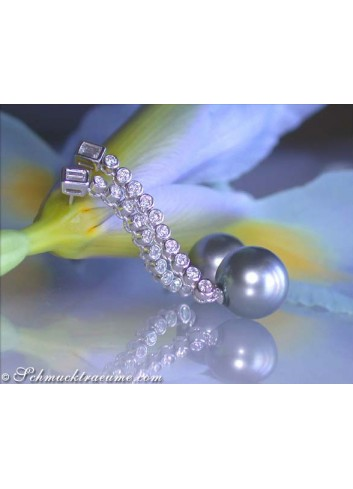 Glorious Dangling Earrings with Tahitian Pearls & Diamonds
