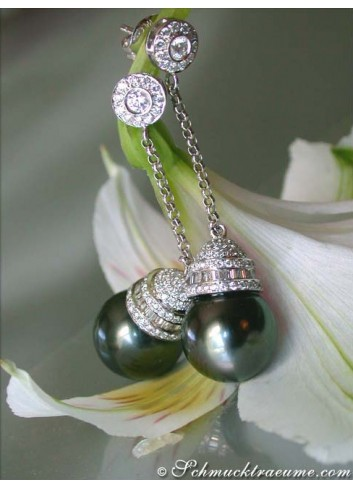Extravagant Tahitian Pearl Dangling Earrings with Diamonds
