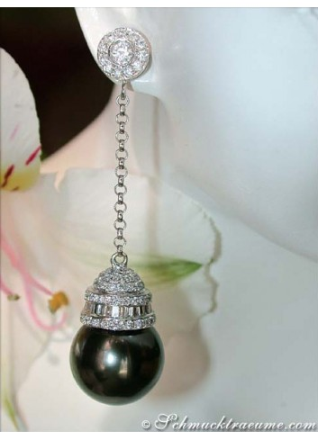 Extravagant Tahitian Pearl Dangling Earrings with Diamonds