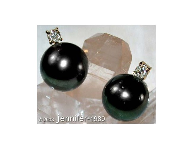 Beautiful Tahitian Pearl Studs with Diamonds in Yellow Gold 14k