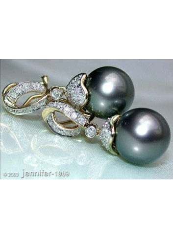 Elegant Tahitian Pearl Diamond Earrings in Yellow gold