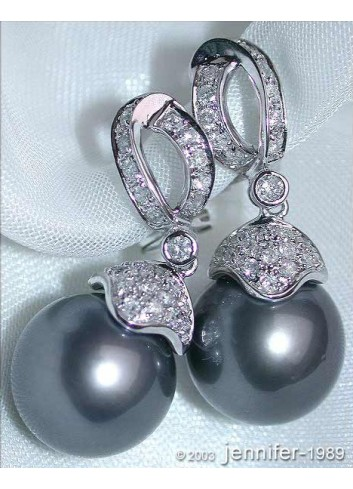Elegant Tahitian Pearl Earrings with Diamonds in White gold