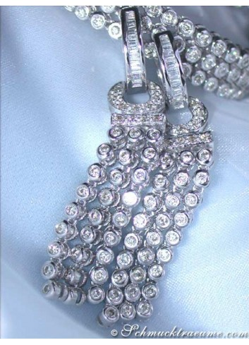 Handsome Dangling Earrings with Diamonds