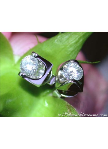 Elegant Diamond Solitaire Studs (0,70 ct.)