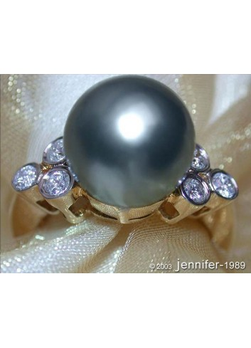 Precious Tahitian Pearl Ring with Diamonds in Yellow gold