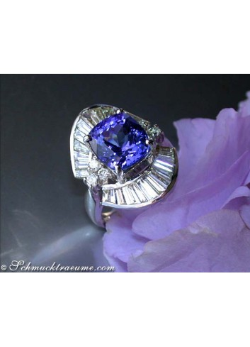 Excellent Tanzanite Ring with Diamonds