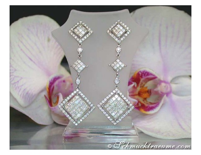 Exclusive Dangling Earrings with Princess Diamonds