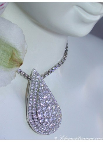 Magnificent Diamond Pendant incl. Chain