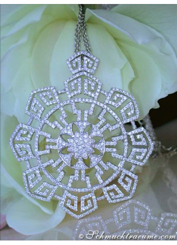 Spectacular Diamond Necklace in a Flamboyant Design