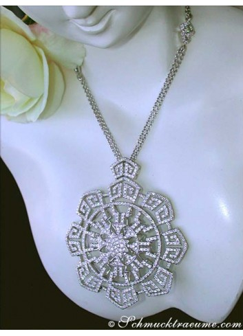 Heavy Diamonds Necklace in a Flamboyant Design