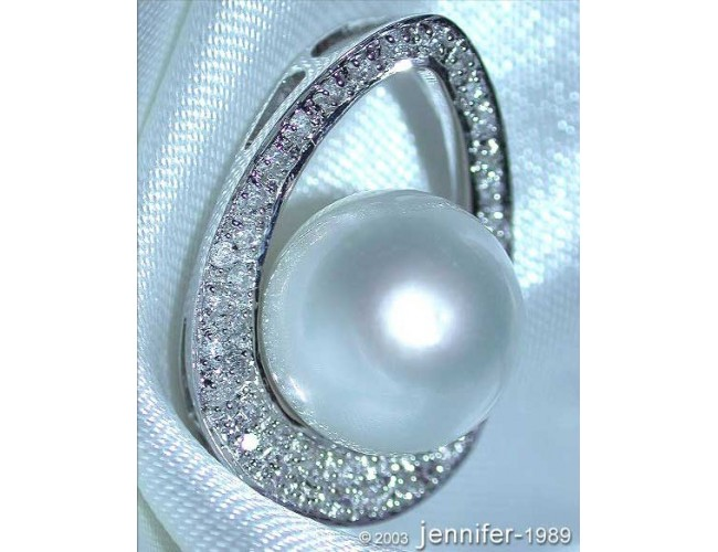 Pretty Southsea Pearl Pendant with Diamonds (Mikimoto Design)