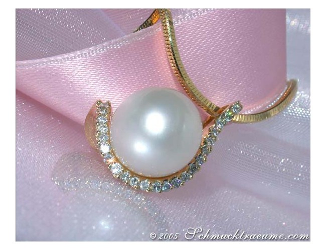 Elegant Southsea Pearl Pendant with Diamonds