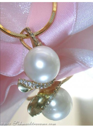 Elegant Southsea Pearl Pendant with Diamond Collar