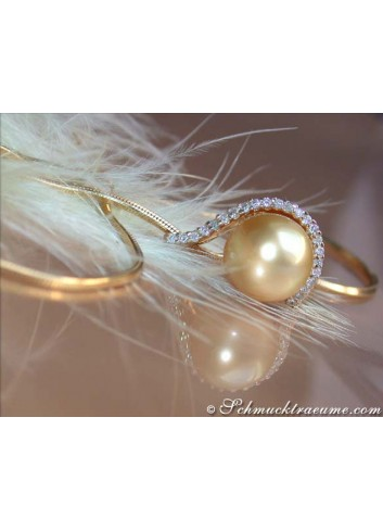 Golden South Sea Pearl Pendant with Diamonds