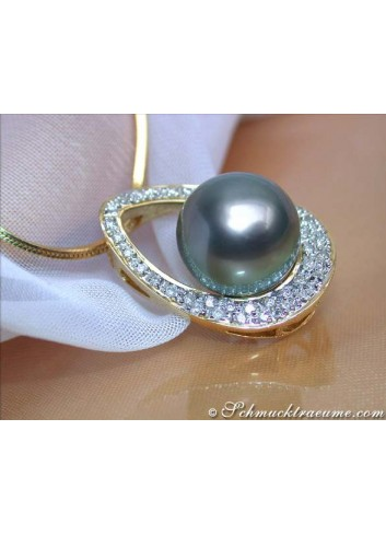 Dreamlike Tahitian Pearl Pendant with Diamonds (Mikimoto Design)