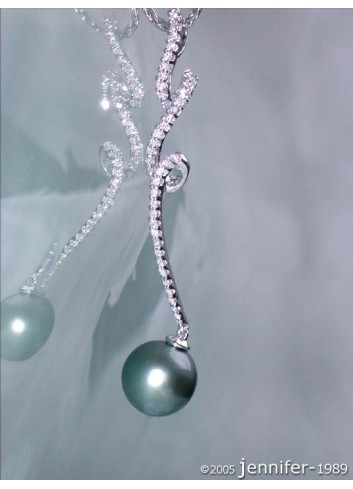 Beautiful Tahitian Pearl Pendant with Diamonds