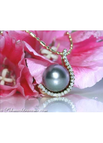 Elegant Tahitian Pearl Pendant with Diamonds in Yellow gold