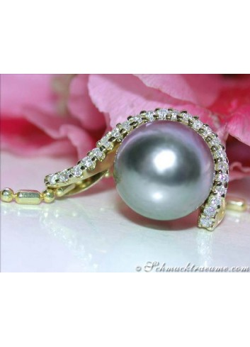 Elegant Tahitian Pearl Pendant with Diamonds in Yellow gold