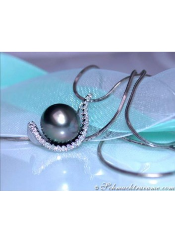 Attractive Tahitian Pearl Pendant with Diamonds
