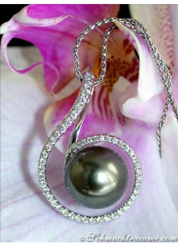 Beautiful Tahitian Pearl Diamond Pendant