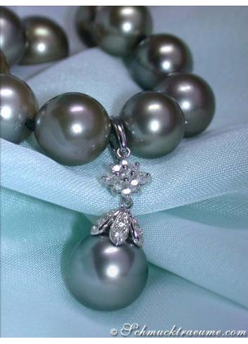 Timeless Tahitian Pearl Diamond Pendant