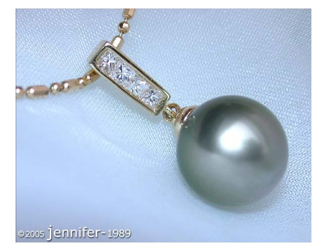 Precious Tahitian Pearl Pendant with Diamonds in Yellow gold 18k