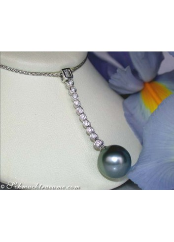 Elegant Tahitian Pearl Pendant with Diamonds