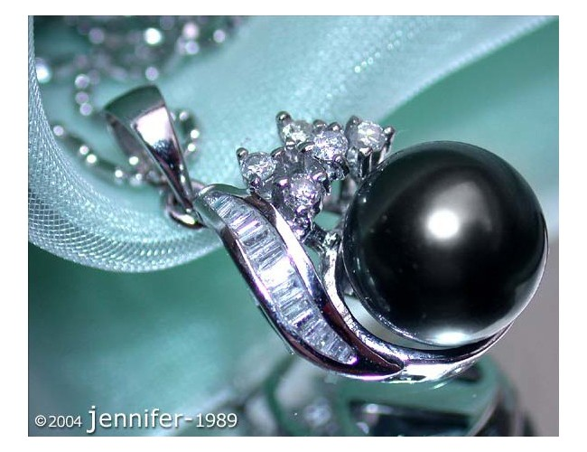 Feminine Tahitian Pearl Pendant with Diamonds