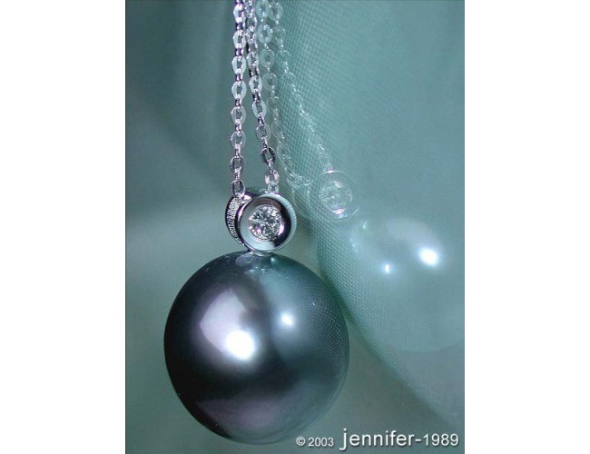 Beautiful Tahitian Pearl Diamond Pendant incl. Chain