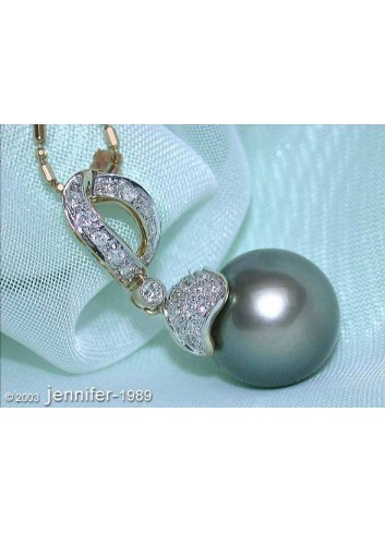 Classic Tahitian Pearl Diamond Pendant in Yellow Gold