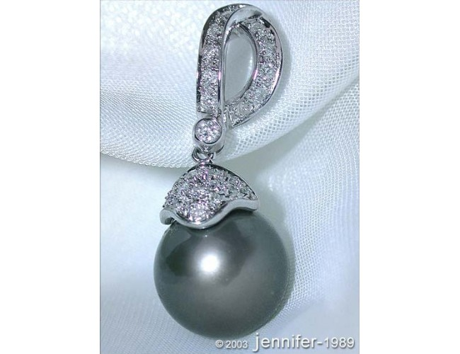 Classic Tahitian Pearl Pendant with Diamonds