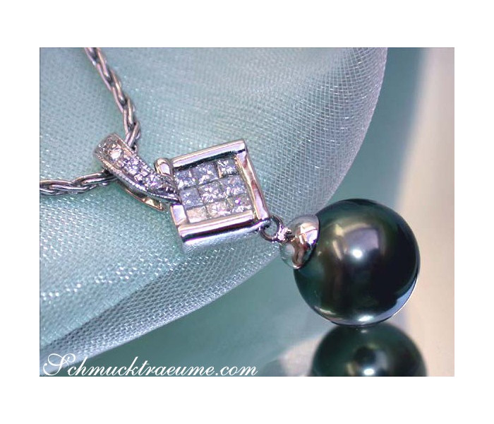 Picture perfect Tahitian Pearl Pendant with Diamonds