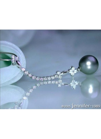 Blossom Style Tahitian Pearl Pendant with Diamonds