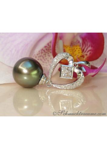 Feminine Tahitian Pearl Diamond Pendant