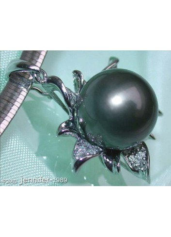 Pretty Tahitian Pearl Pendant with Diamonds (Blossom Style)