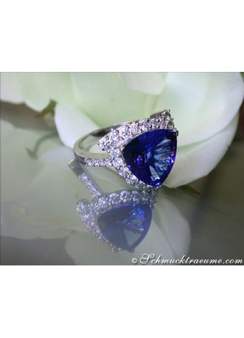 Attractive Tanzanite Ring with Diamonds