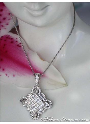 Excellent Pendant with Diamonds of 5 Different Cuts