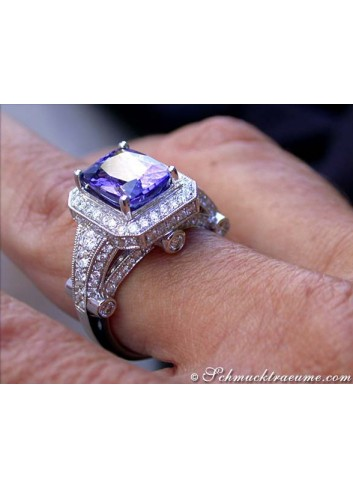 Elegant Tanzanite Ring with Diamonds