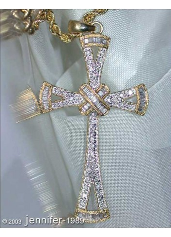 Precious Diamond Cross Pendant in Yellow gold