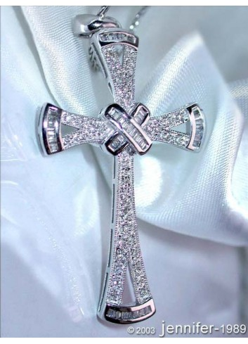 Precious Diamond Cross Pendant in White gold
